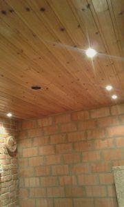 Plafond met verlichting en afzuiging